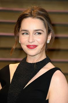 Emilia Clarke Photos - Actress Emilia Clarke attends the 2014 Vanity Fair Oscar Party hosted by Graydon Carter on March 2, 2014 in West Hollywood, California. - Stars at the Vanity Fair Oscar Party