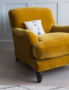 This stunning vintage Mabel velvet armchair is available in velvet, linen, cotton and wool. Choose from 27 colours! Living Room Chairs, Home Living Room, Dining Room, Mustard Chair, Leather Recliner Chair, Grey Recliner, Leather Sectional, Wingback Chair, Sectional Sofa
