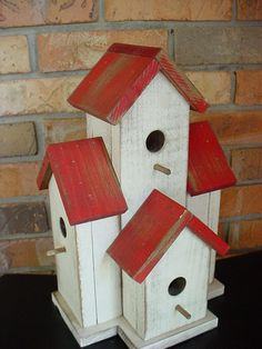 Favorite ideas for birdhouses, birdfeeders, birdbaths, nestings boxes, and creative birdy garden decor. Wooden Bird Houses, Decorative Bird Houses, Bird Houses Painted, Bird Houses Diy, Bird Houses For Sale, Bird House Plans, Bird House Kits, Pintura Exterior, Bird House Feeder