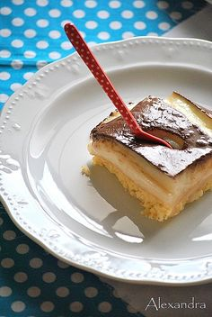 Time for dessert! Kok:Greek dessert w/ cream and chocolate sause. Greek Sweets, Greek Desserts, Party Desserts, Greek Recipes, My Recipes, Cake Recipes, Cooking Recipes, Pureed Food Recipes, Sweets Recipes