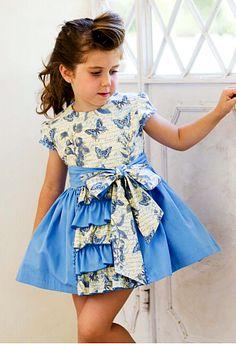 fab04c6d827 Vestido niña mariposas falda vuelo azul con volantes