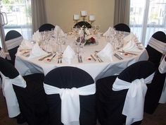 White tablecloth with black chair covers. Simply beatuiful!