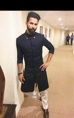 Mens Indian Wear, Indian Groom Wear, Indian Men Fashion, Mens Fashion Suits, Indian Wedding Clothes For Men, Sherwani For Men Wedding, Wedding Outfits For Men, Indian Wedding Suits Men, Gents Kurta Design