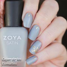 Minimalist nail art neutral tones