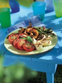 Everybody looks forward to summer because warm weather equals outdoor grilling! Cajun Shrimp Recipes, Seafood Recipes, Keto Recipes, Vegetarian Recipes, Grilled Halloumi, Grilled Asparagus, Ricardo Recipe, Kale Pesto, Pesto Pizza