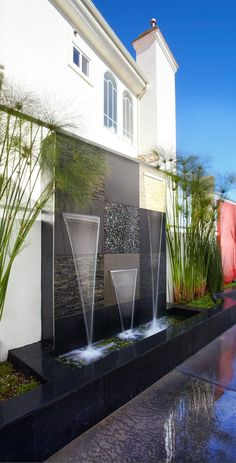Awesome Outdoor Water Walls is a model home decoration that can make your home have a feel like the mountains . Small Backyard Gardens, Backyard Patio Designs, Yard Design, Backyard Landscaping, Rooftop Design, Vertical Garden Design, Indoor Waterfall, Water Walls, Water Features In The Garden