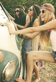 Trending: VW Camper Party Girls