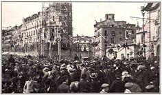 Historias matritenses: Las Obras de la Gran Vía de Madrid – Capitulo primero- En la imagen se aprecia una parte del público que asistió a los actos y el edificio Metrópolis (la Unión y el Fénix en sus inicios) en construcción (1907/1910), proyecto de los arquitectos franceses Jules y Raymond Fevrier, y que se inauguró en Enero de 1911.  Read more: http://historias-matritenses.blogspot.com/2010/10/las-obras-de-la-gran-via-de-madrid.html#ixzz40Qo2VQjX