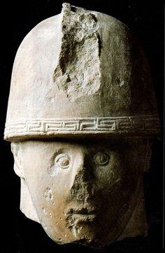Statua in calcare di guerriero piceno