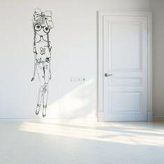 Vinilo decorativo con la figura de una niña fashion. Masquevinilo.com