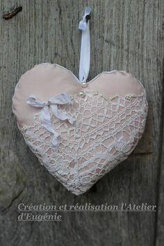 grand coeur linge ancien devant de petite robe 1900 dentelle