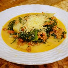 This recipe is the Keto version of Olive Garden Zuppa Toscana. With a few substitutions and some extra ingredients we end up with a hearty and filling soup. Low Carb Keto, Low Carb Recipes, Soup Recipes, Diet Recipes, Cooking Recipes, Healthy Recipes, Healthy Soup, Eat Healthy, Diabetic Recipes