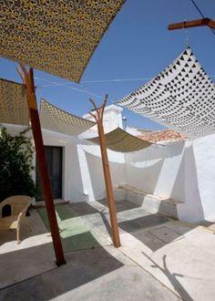 Great way to create shadows on this Ibicenco patio / #ibizainteriors #patio #Ibicenco #Eivissa