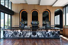 BHDM Designs Castell as an Urban Rooftop Refuge in Midtown Manhattan - Bar Deko Ideen Lounge Design, Bar Lounge, Design Café, Rooftop Lounge, Hotel Lounge, Rooftop Bar, Design Studio, Cafe Design, Ac Hotel