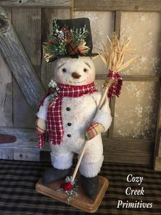 Mr Freezy-folkart snowman-primitive snowman Doll-handmade snowman-snowman with straw broom-standing snowman-collectible snowman-gift Christmas Shows, Primitive Christmas, Christmas Snowman, Christmas Projects, Holiday Crafts, Christmas Time, Christmas Ornaments, Christmas Ideas, Felt Snowman
