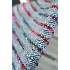 Knitting Patterns Yarn A happy and very fun shawl to knit, just in time for Autumn. Shawl Patterns, Baby Knitting Patterns, Knitting Stitches, Knitting Yarn, Hand Knitting, Crochet Patterns, Kids Knitting, Finger Knitting, Knitting Books