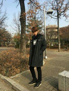 The Legend of the Blue Sea is a South Korean television series starring Jun . Shin Won-ho as Tae-oh. A genius hacker Hong Jong Hyun, Ahn Jae Hyun, Korean Men, Korean Actors, Shin Won Ho Cute, Lee Hee Joon, Legend Of Blue Sea, Tae Oh, Cross Gene
