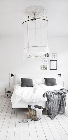 Dreamy whites - love the floor and grey accents. clima - respaldo bajo ( no al alto ) como opción a sólo pared