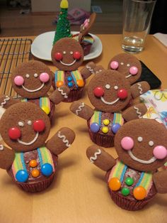 gingerbread man cupcakes, no recipe, just an idea to use candy cookies and… Christmas Cupcakes, Christmas Sweets, Christmas Gingerbread, Christmas Cooking, Christmas Goodies, Gingerbread Cookies, Xmas, Diy Christmas, Gingerbread Houses
