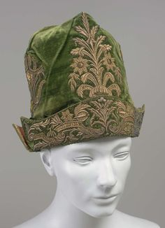 18th century, Europe - Man's cap - Velvet, gold thread, metal thread, silk