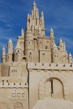 Now THIS is a sand castle ... sculpture . art ... Revere Beach ... photo by LeahBCC, via Flickr