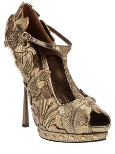 ALEXANDER MCQUEEN  Leaf platform shoe. ooh, I can totally do this with applique's and spray paint ;D