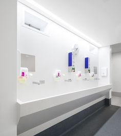 St Vincent's Private Hospital  Design by: Greg Angel of Angel Mahchut    Application: Wall linings, door linings, door reveals, integrated scrub sink   Corian® Colour(s): Aspen, Glacier White Joiner: Cadwell Construction & Interiors Pty Ltd  Corian® Fabrication by: Norford Industries in conjunction with Benchmark Architectural Joinery