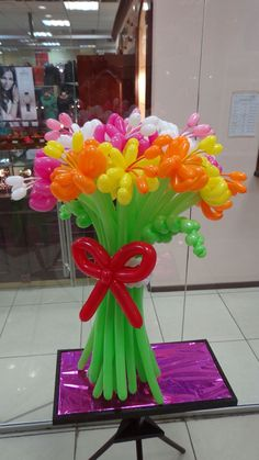 these would make adorable Centerpieces Balloon Arrangements, Balloon Centerpieces, Balloon Decorations, Balloon Crafts, Balloon Gift, Balloon Flowers, Balloon Bouquet, Balloon Columns, Balloon Arch