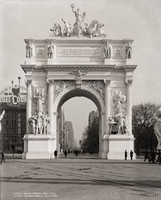 Dewey Arch, New York looking North, photographed by the Detroit Publishing Company in 1900 on 8x10 glass plate negative.