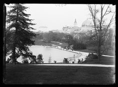 A view of the boat pond, taken sometime between 1900 and 1915.   15 Magical Pictures Of Central Park In The Early 1900s