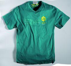 [img-9828-left-thickbox_default] Tee - Shirt allsize Gamme Réplika composé de  100 % coton Coloris Vert Col V renforcé  imprimé sur la poitrine
