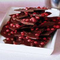 Chocolate bark is a great dessert you can make and package up for guests or for your sweetie. These candy bark recipes are the perfect touch to end your Valentine's Day dinner. Chocolate bark is a Chocolate Candy Recipes, Chocolate Bark, Homemade Chocolate, Delicious Chocolate, Chocolate Heaven, Chocolate Ganache, Christmas Chocolate, Christmas Candy, Christmas Baking