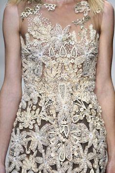 Designs in Beige - Tan & Camel #DesignsinBeige #DesignsinTan #DesignsinCamel #Beige #Tan #Camel #Fashion #HauteCouture #Dresses #RexFabrics #BeigeFabrics #TanFabrics #CamelFabrics #FashionFabrics #Couture #CoutureFabrics #Textiles #Tecidos #Telas #Vestidos #ColoresClaros #Elegancia #Chic