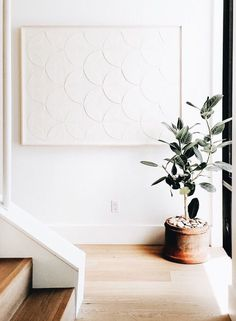 Home Design Drawings white artwork and rubber tree plant in terra cotta pot entryway landing Room Decor, Wall Decor, Wall Art, Interior Decorating, Interior Design, Decorating Games, Home And Deco, Minimalist Home, Minimalist Artwork