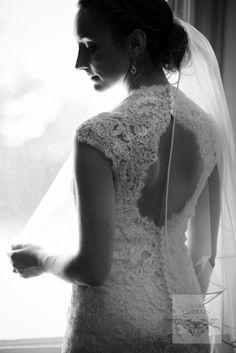 wedding Dress Lace Wedding, Wedding Dresses, Wedding Photography, Poses, Weddings, Fashion, Bride Dresses, Figure Poses, Moda