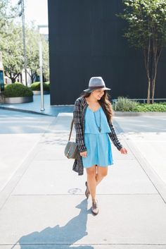 What better way to get into the new season spirit than with a transitional look using a summery chambray dress as the base and accessorizing with fall-like accessories? This houndstooth duster cardigan, paired with a fun color-blocked fedora and a pair of oxfords is a perfect fall-friendly outfit. Love this look!