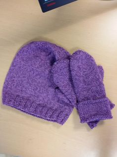 Lue og votter jeg strikket til meg selv april 2016. Skjerf er underveis.