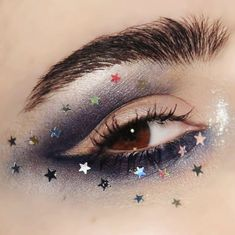 Starry-eyed over this fun #makeupart look by @emalovii   Love her take on negative space liner! And of course the tiny glitter stars! ⭐️⭐️