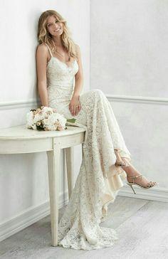 Trouwjurk van het merk Watters.. Deze bruidsjurk is tot over de billen nauwsluitend.. Erg sexy en super vrouwelijk..