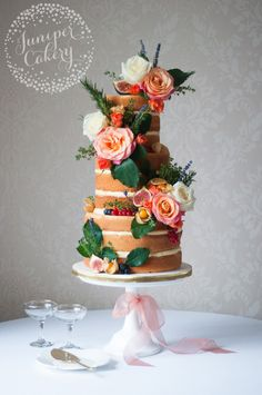Naked cakes aren't going anywhere — but they are getting a whole lot more stylish!