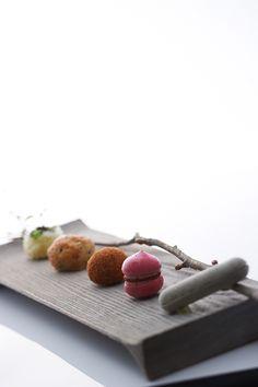 料理 | L'évo | レヴォ:フレンチの固定概念にとらわれず、郷土料理の枠にもはまらない。富山から発信する前衛的地方料理。リバーリトリート雅樂倶のメインダイニング