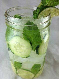 Lime Cucumber Mint Water Makes 2 Liters  1 lime, thinly sliced5 inch cucumber, sliced into rings5 mint leaves2 cups of iceWater