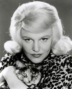 Peggy Lee mit Katze