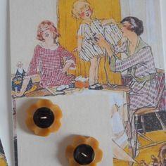 """http://www.alittlemercerie.com/boutique/bazar_de_roulottes-723797.htmlPlaque de 2 boutons vintage """" fleurs """""""