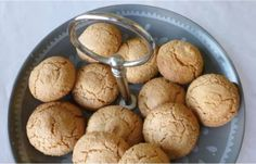MAde: Bitterkoekjes - chewy almond cookies. Delicious and good way to use up egg whites Dutch Recipes, Sweet Recipes, Baking Recipes, Cake Recipes, Almond Cookies, Cake Cookies, Food To Make, Tart, Deserts