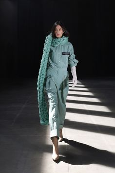 Moisés Nieto #AW21 #MoisésNieto #MBFWMadrid #Fashion #Spain Madrid, Wearable Art, Beautiful Outfits, Cool Style, Ready To Wear, Fashion Show, Autumn Fashion, Raincoat, Fall Winter