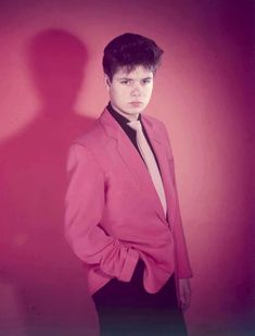 Young Cliff, in the pink! 50s Music, Sir Cliff Richard, Mark Knopfler, Colin Firth, Country Music, Rock Bands, Shadows, Singer, Celebrities