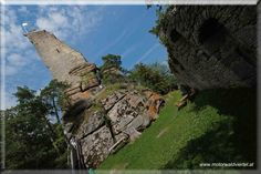 Die Alexanderwarte ist auch als Ruine Arbesbach bekannt und Stockzahn des Waldviertels bekannt. Mount Rushmore, Mountains, Nature, Travel, Ruins, Road Trip Destinations, Woodland Forest, Nice Asses, Naturaleza