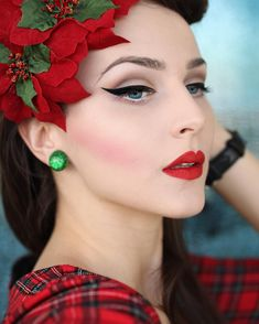 vintage wedding makeup ideas you should try now 19 ~ thereds. 1950s Makeup, Retro Makeup, Vintage Makeup, Beauty Makeup, Eye Makeup, Hair Makeup, Hair Beauty, Vintage Mode, Vintage Girls