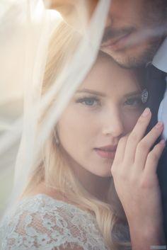 Аня и Митя - словенцы. Они не хотят никакого декора и свадьба только на двоих, как в фильмах. Как это сделать? Организатор свадеб в Словении Юлия Шмидт справилась на отлично!